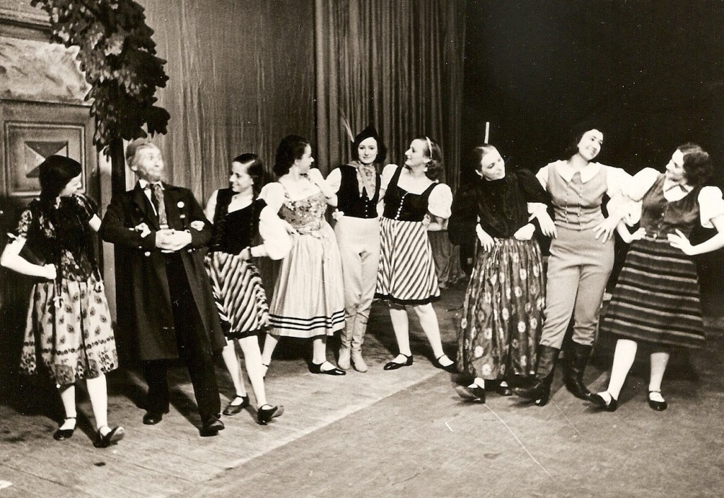 A mime performance directed by choreographer and dancer Hannah Kroner. This was the last performance by the cast in the Kulturbund.