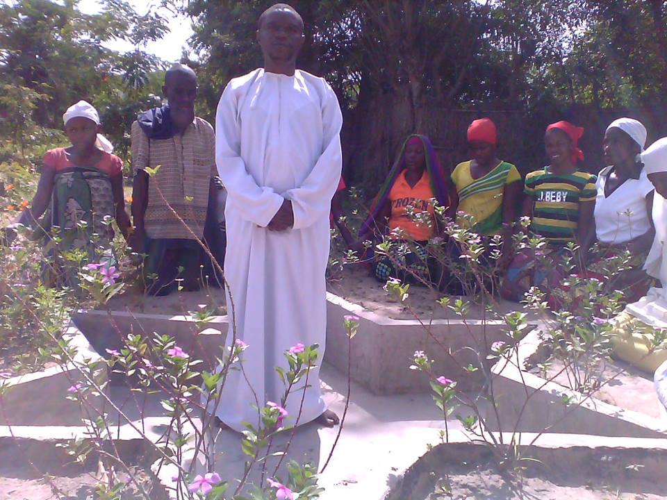 Praying in the center of a star in Dieudonné's village